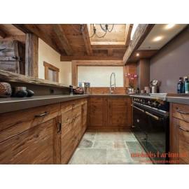 """Кухня под старину из массива дерева """"Смеяна"""