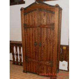 "Шкаф под старину из массива дерева ""Кареслав"""