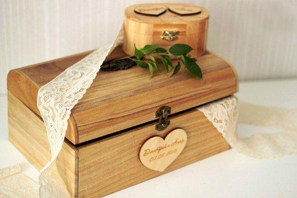 Деревянный сундук для денег на свадьбу